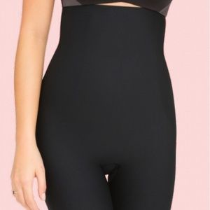 NWT SPANX 10006R HIGH WAIST SHORTS BLACK